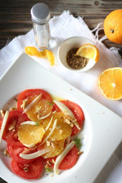 Salat mit Tomaten, Orangen, Fenchel und Fleur de Sel