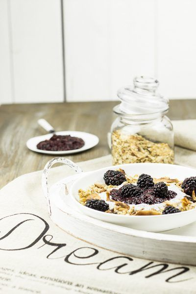 Chia-Honey-Crunch mit Brombeerkompott – Sonntagsfrühstück vom Feinsten