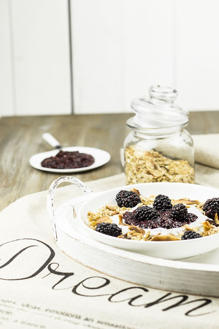 Honey-Crunch-Chiapudding-mit-Brombeer-Kompott