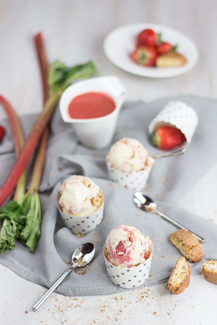 Rezept für Erdbeer-Rhabarber-Eis mit Cantuccini
