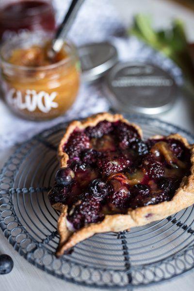 Süßes GLÜCK zum Muttertag: Dinkel-Herz-Galette mit Früchten und Marmelade