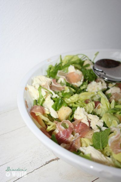 """Gemischter Salat mit Mozzarella, Pfirsich und Schinken"""""""