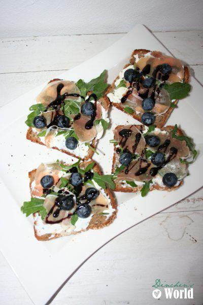 Heidelbeer-Ricotta-Toast