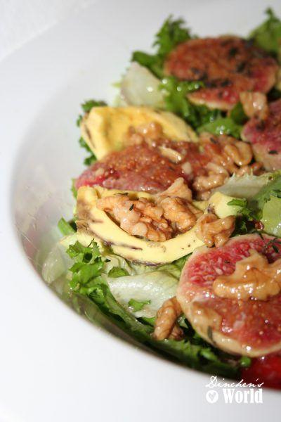 Salat mit Avocado und Feigen
