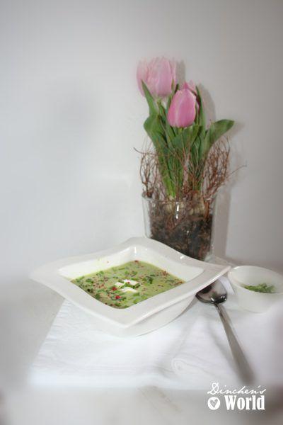 Zucchinicremesüppchen mit Gnocchi und rotem Pfeffer