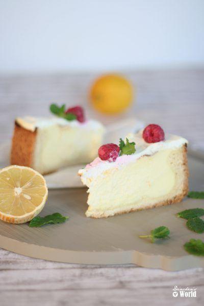 Cheesecake mit Schmand-Topping und Himbeeren