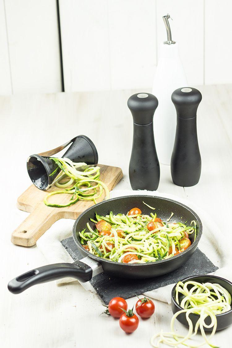 Zucchini-Nudeln-mit-Kirschtomaten