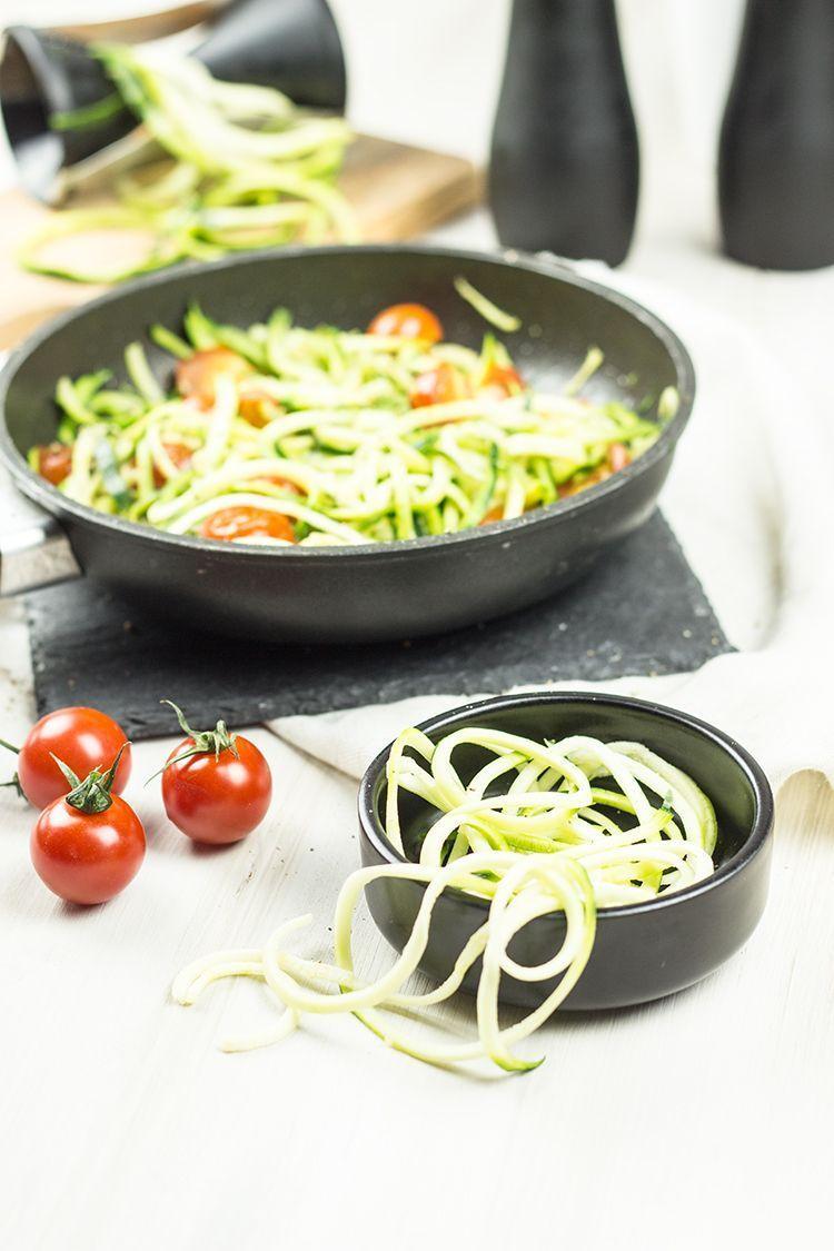 Zucchini-Spaghetti-mit-Kirschtomaten
