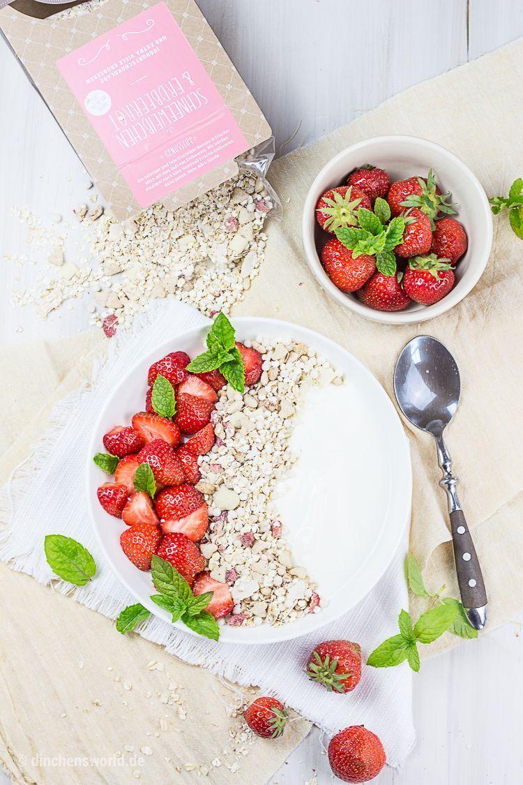 Müsli mit Erdbeeren, Joghurt und Minze
