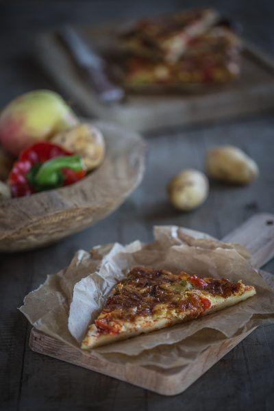 Kartoffelpizza mit Lauch, Paprika und Äpfeln