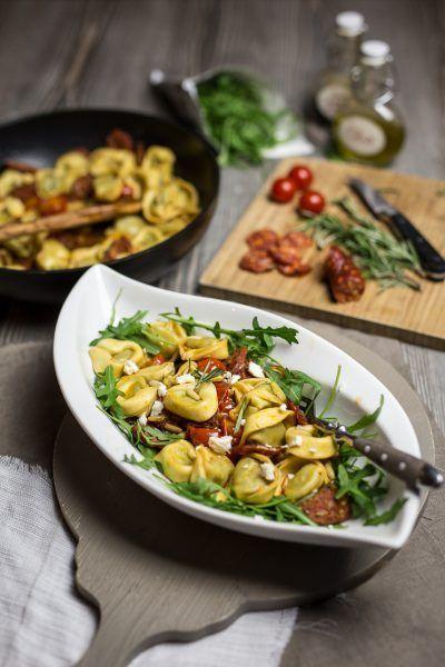 Pasta-Liebe: Tortelloni mit karamellisierten Tomaten, Chorizo und Rosmarin