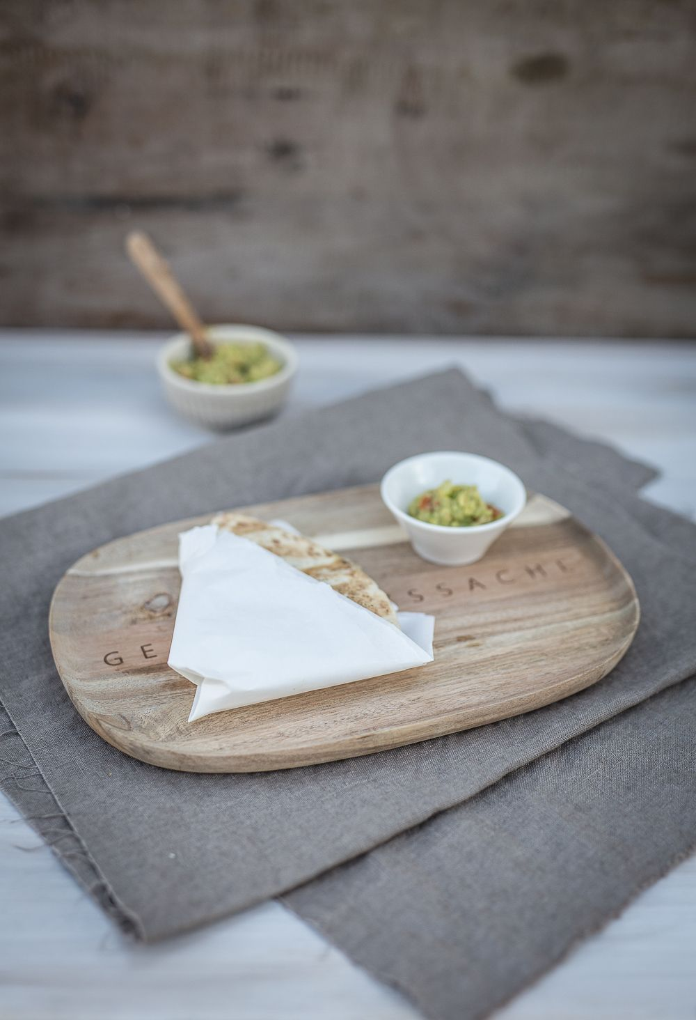gegrillte Quesadillas mit Hähnchen und Gemüse
